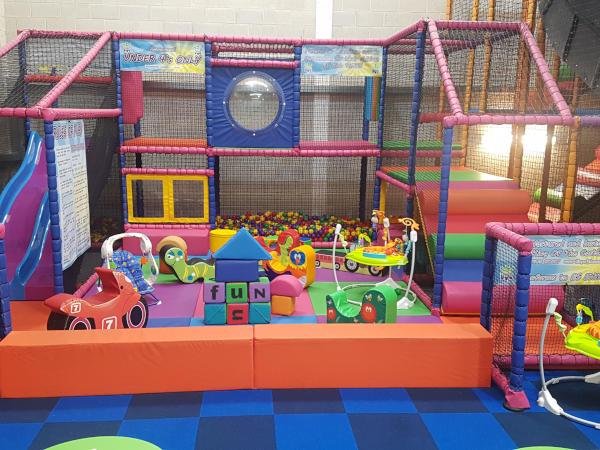 Home Childrens Indoor Play Centre Hucknall Squiggles Playden - Children's indoor play area flooring